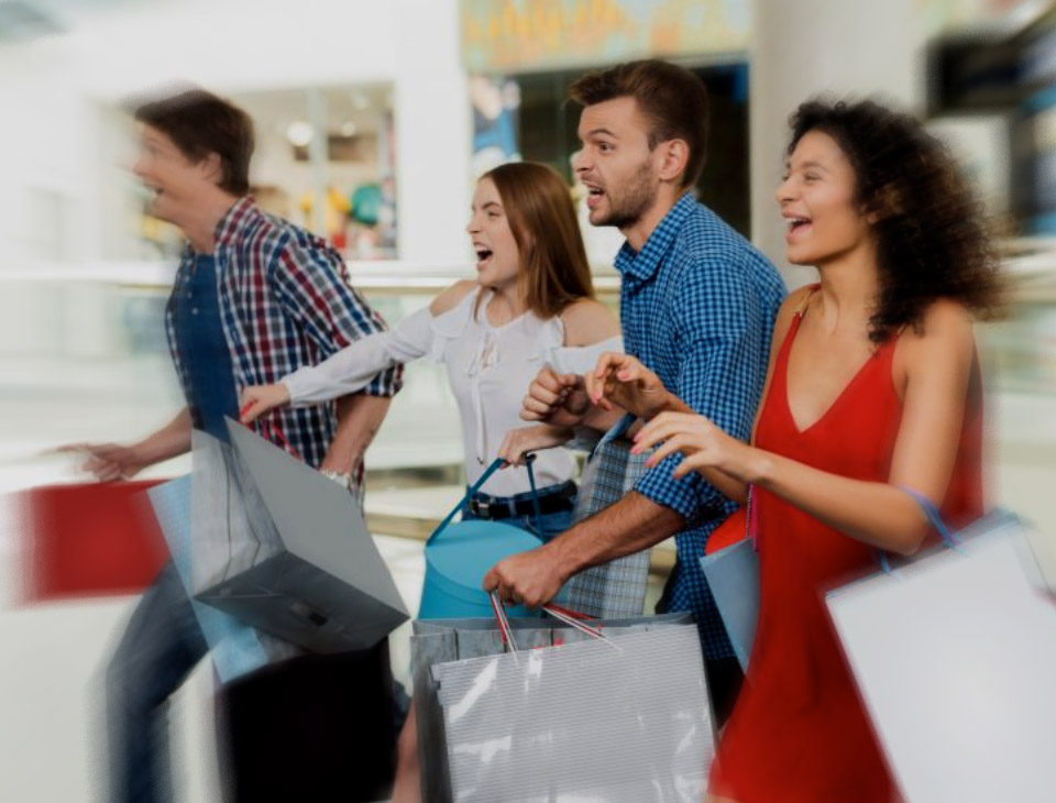 Grupa osób na zakupach